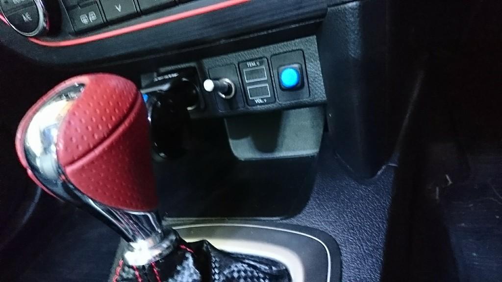 不明 トヨタ車用電圧&温度計