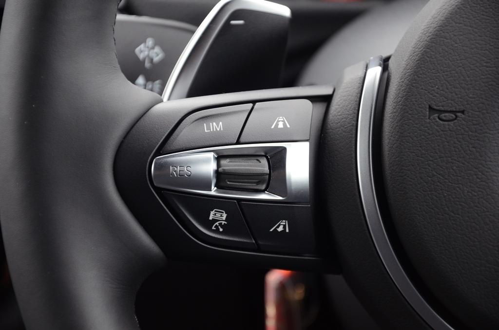 BMW(純正) ストップ&ゴー機能付きアクティブクルーズコントロール(ACC)