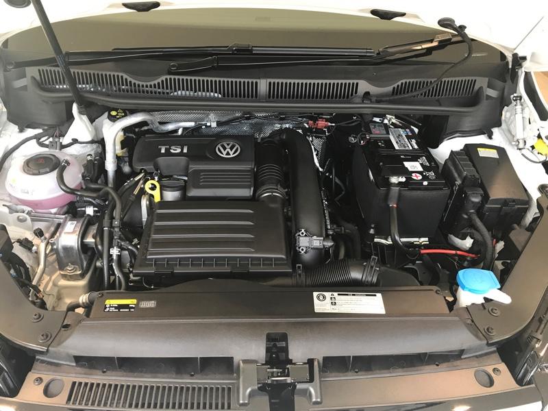 VW  / フォルクスワーゲン純正 エンジンカバー
