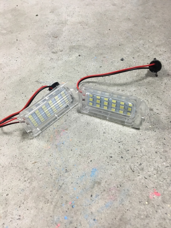 不明 18-SM LEDライセンスプレートライト