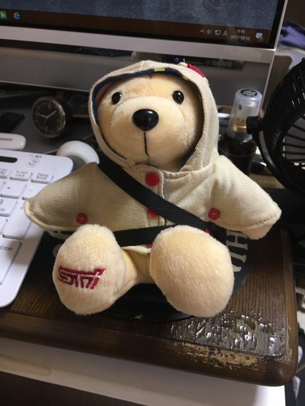 スバル(純正) STIシートに座るクマちゃん