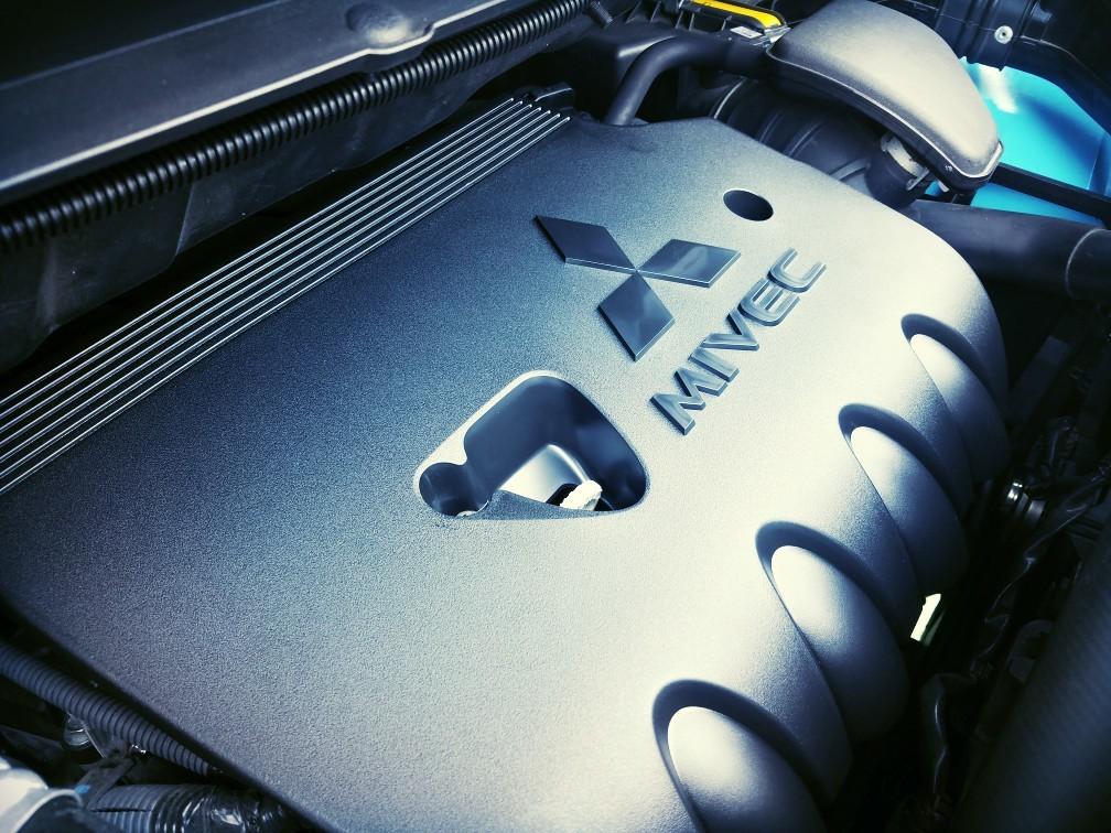 三菱自動車(純正) 新型アウトランダー用エンジンカバー