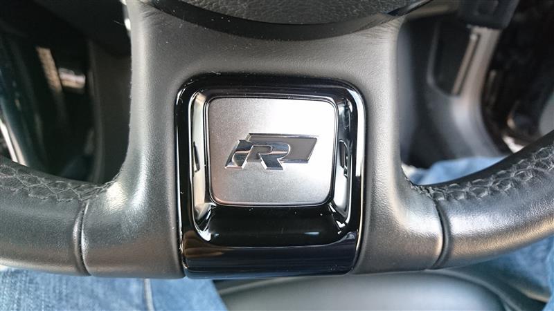 VW  / フォルクスワーゲン純正 R-Line ステアリングバッジ