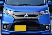 eKカスタム三菱自動車(純正) フロントグリル(ダーククロームメッキ)の単体画像