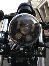 """XL1200X フォーティーエイトSUPAREE 5.75"""" LEDヘッドライトの単体画像"""