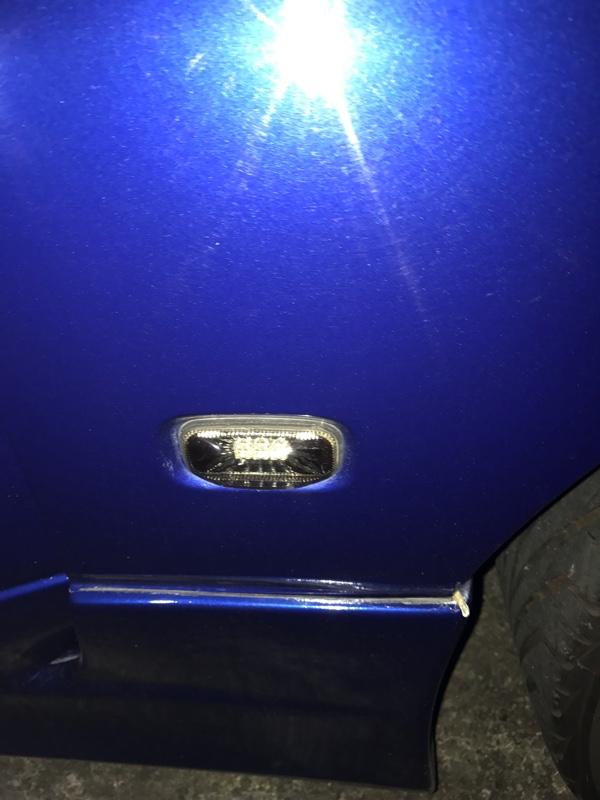 不明 LED  サイドマーカー