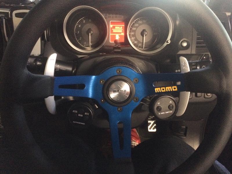 momo MOD.08 レザー/ブルースポーク