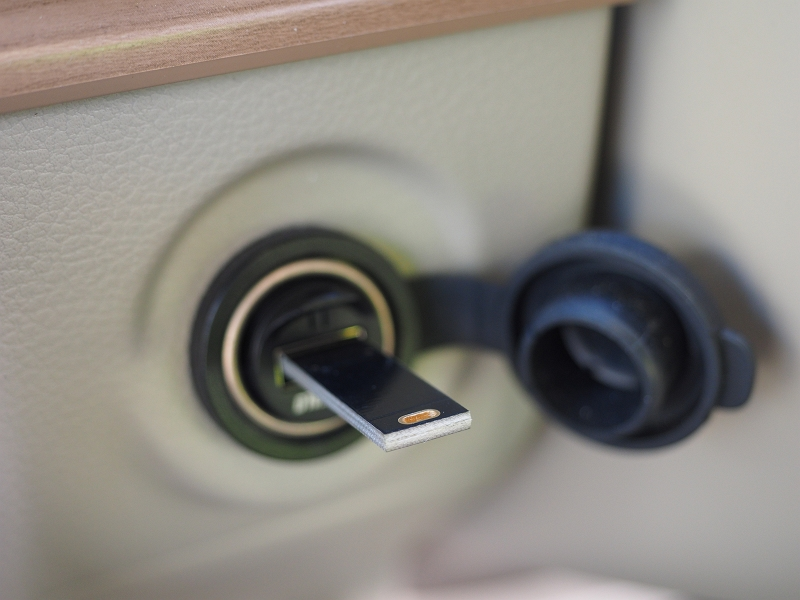 ノーブランド タッチスイッチ式無段階調光 両面USB接続6LEDライト
