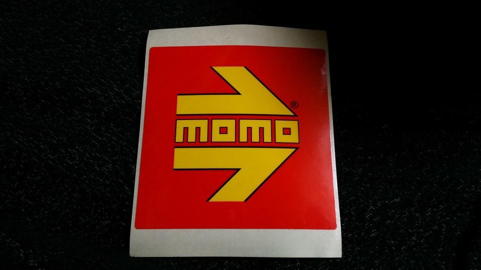 momo ステッカー