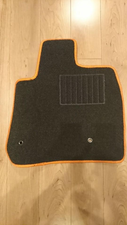 黒×オレンジパイピング フロアマット