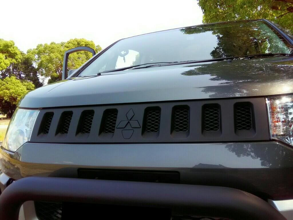 三菱自動車(純正) フロントグリル塗装