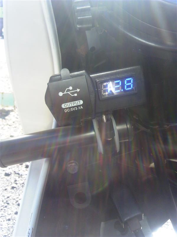 中華 USB電源付電圧計