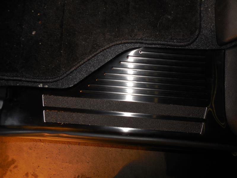 不明 トヨタ ルーミー タンク 共通 スカッフプレート フロント/リア 4P ブラックステン仕上 滑り止め付き ガーニッシュ