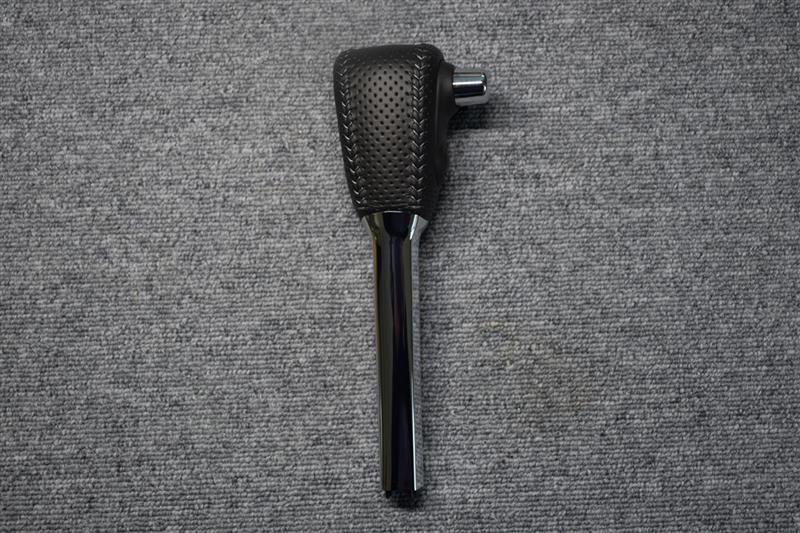 Leather Custom FIRST NV350用純正ベースカスタムATノブ