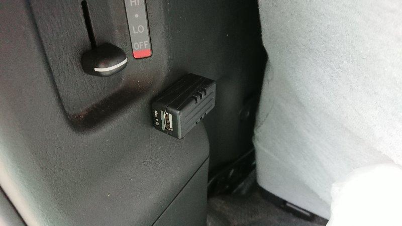 エーモン USB電源ポート  後部座席延長用 2880