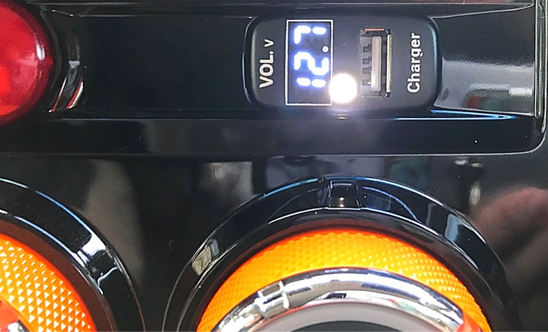 Apexi 電圧計 デジタル 表示 USB充電ポート付 USBスイッチ