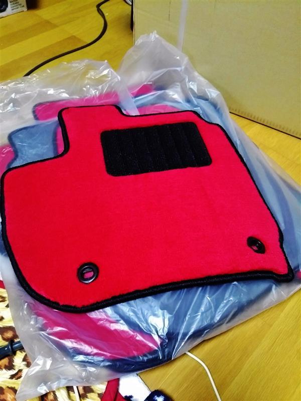 車用マット通販店 ワールドマット  シャトル H27/5〜 GK8、GK9 フロアマット 『ワールドF1シリーズ・レッド』