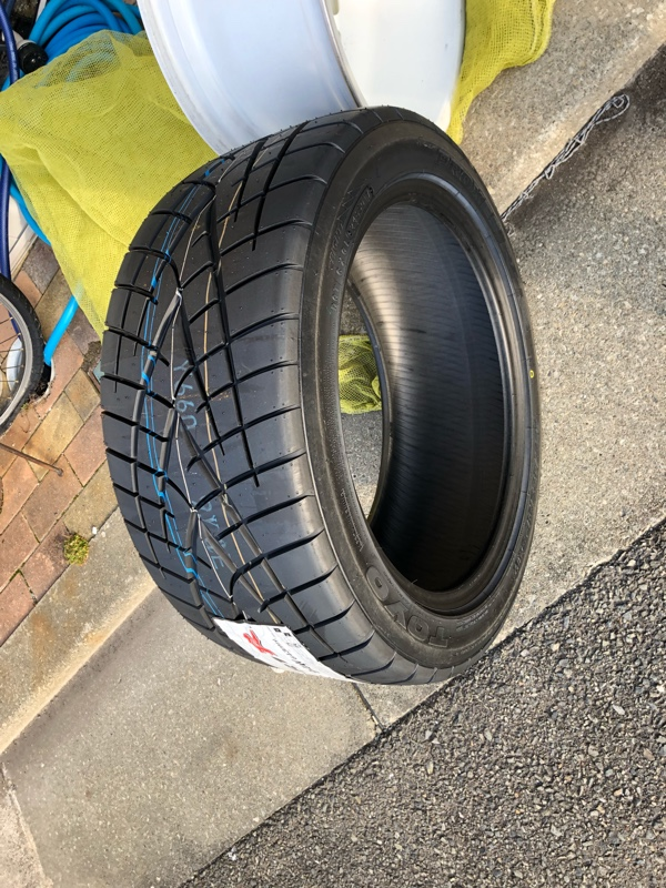 TOYO TIRES PROXES R1R 235/45ZR17