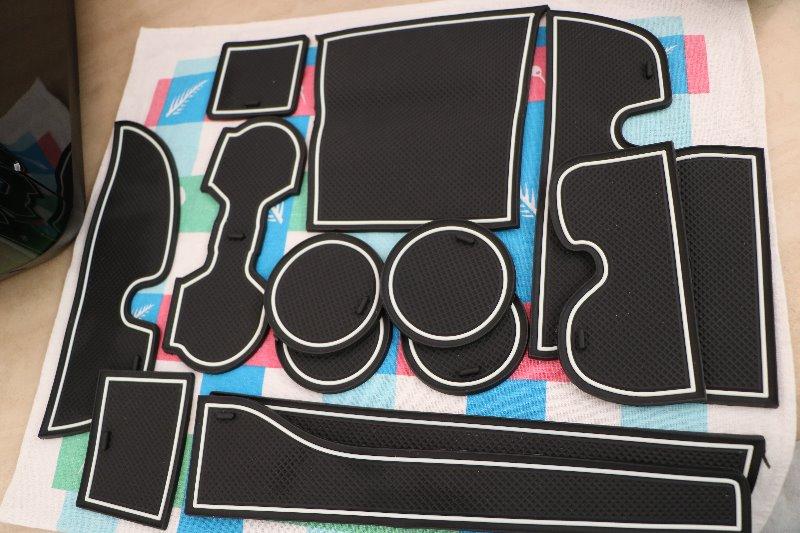 メーカー不明 トヨタ 150系 ランドクルーザー プラド ゴム ラバー ポケットマット グロー(夜光) ホワイト 14点セット