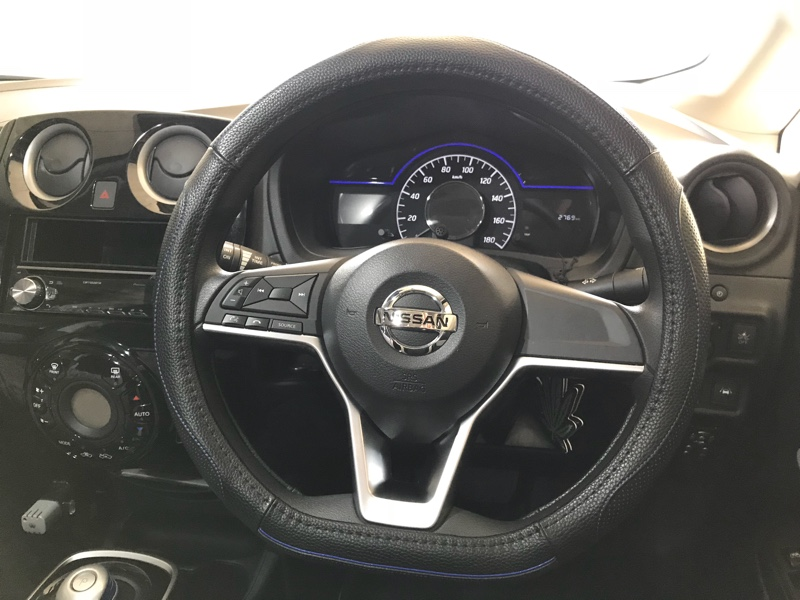 ZATOOTO 車ハンドルカバー d型 ステアリングカバー sサイズ 柔らかい 吸汗 滑り防止 四季汎用 puレザー LY128-LX
