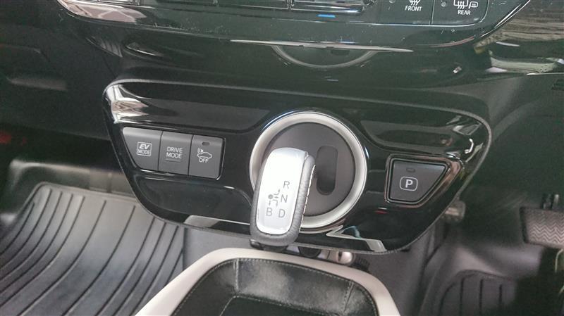 トヨタ(純正) PHV特別仕様車用シフティングホールカバー
