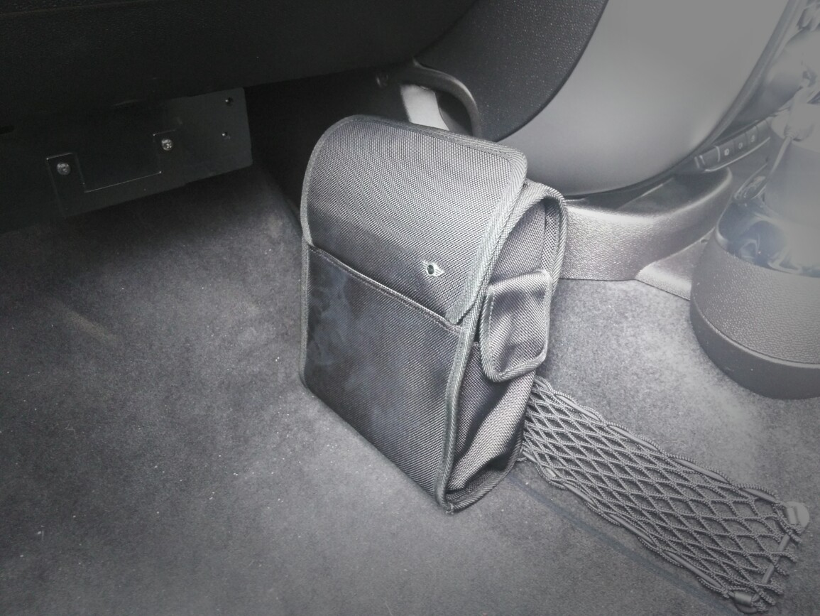BMW MINI(純正) ゴミ箱装着( ̄ー ̄)ニヤッ