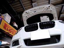 1シリーズ ハッチバックALBERT RICK BMW M2-Look ツインフィン グロスブラック フロントグリル の単体画像