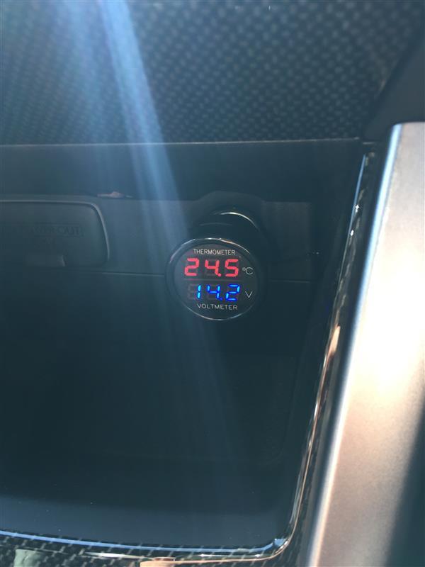 不明 電圧・温度計