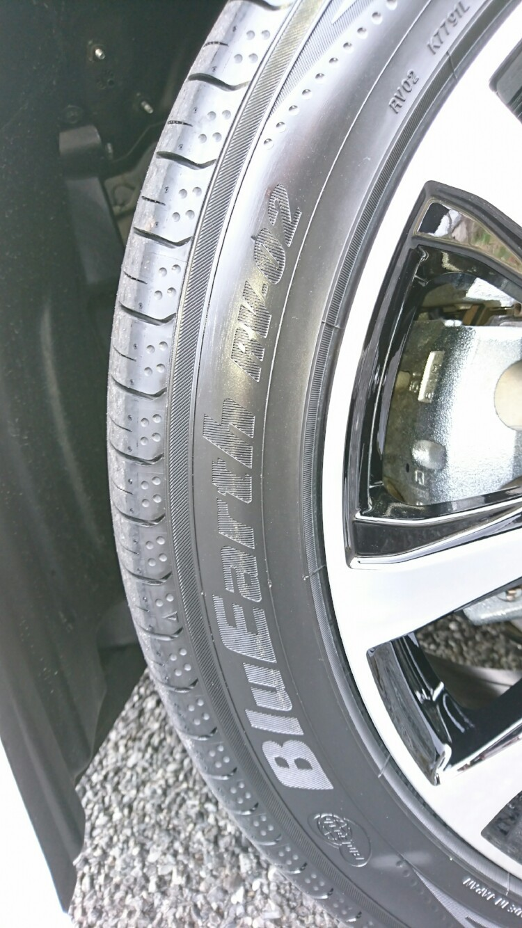 YOKOHAMA BluEarth RV-02 245/45R19