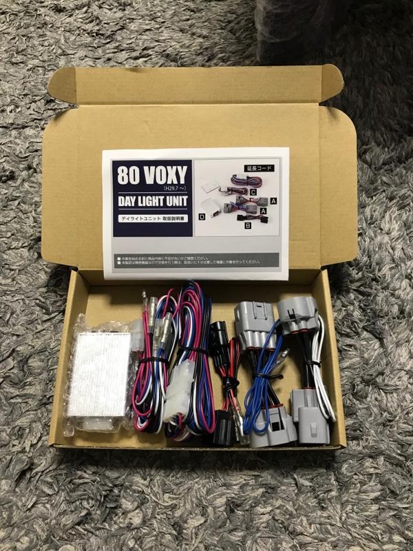 ユアーズ ヴォクシー 80 新型 専用 LED デイライト ユニット システム