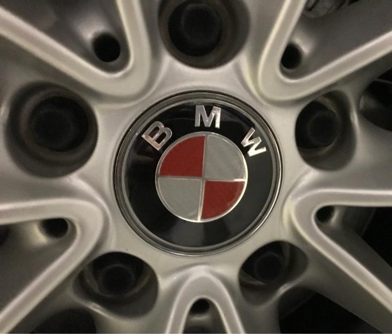 小籠包が美味しい国製(笑) レッド&カーボン調  BMWセンターキャップ