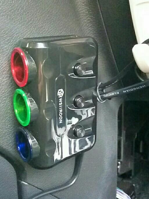 Wsiiroon 3連 シガーソケット カーチャージャー 車載充電器 2USBポート 電圧 測定 増設 個別スイッチ LEDランプ付き シガーソケット