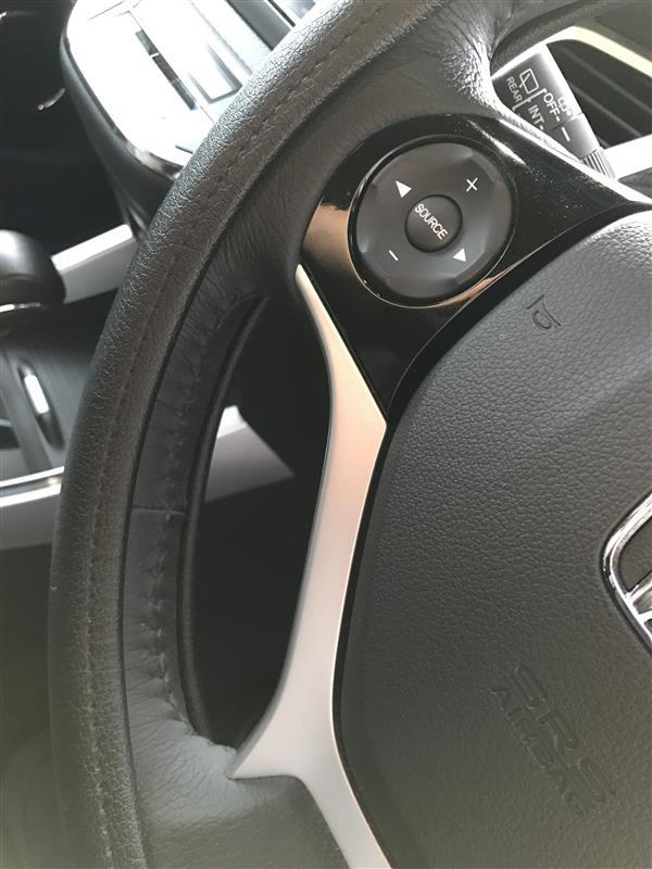 不明 ステアリング 革張り替え ステッチカラー変更