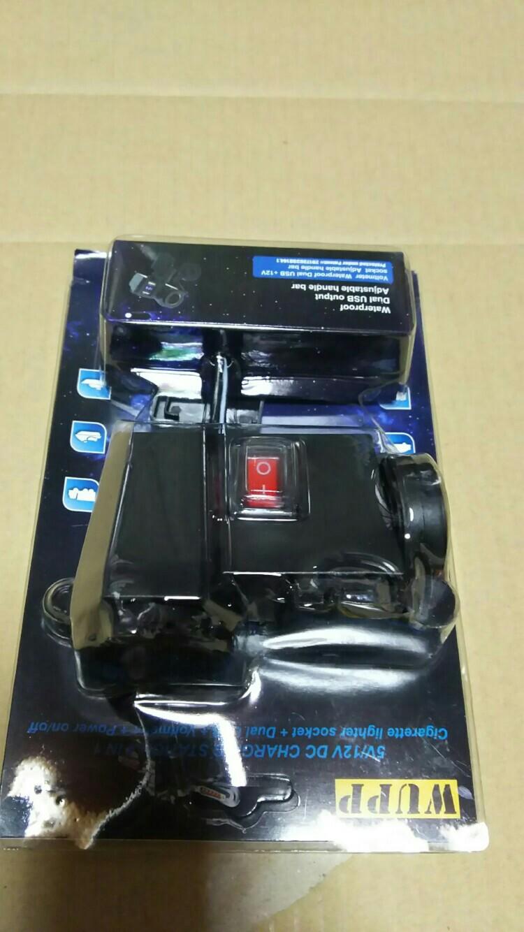 不明 USBシガーソケット電圧計付