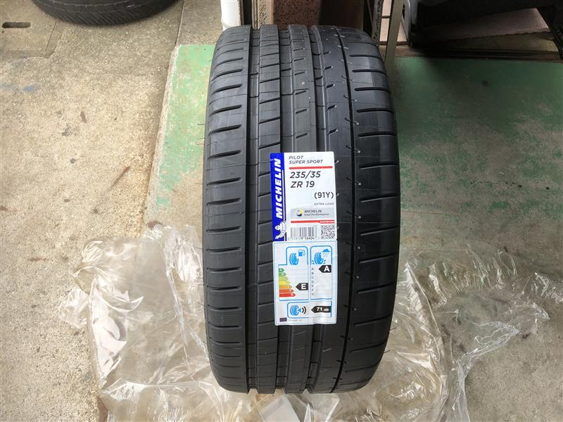MICHELIN Pilot Super Sport 235/35ZR19