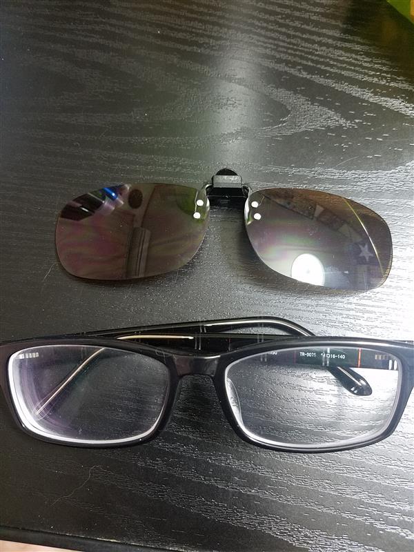 ダイソー メガネの上からサングラス