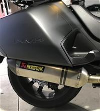 NM4-02AKRAPOVIC スリップオンサイレンサーの単体画像