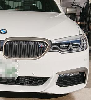 BMW(純正) キドニーグリルにMエンブレム