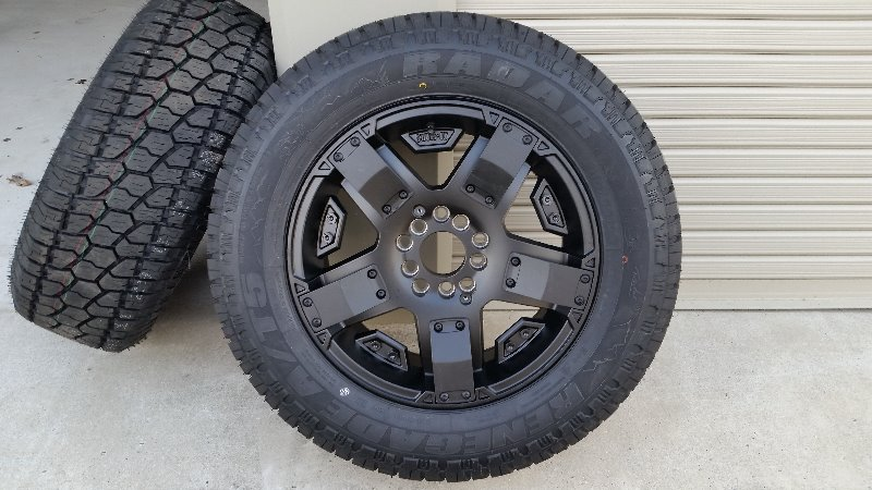中国タイヤメーカー RADAR RENEGADE AT-5 245/65R17 111H XL