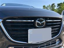 MAZDA3 セダンE-Drive フロントグリルフィンの単体画像