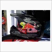 Red Bull racing ヘルメット