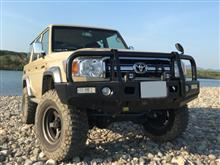 ランドクルーザー70TJM ブルバー バンパー (OUTBACK STEEL BULL BAR SUITS FLARED TOYOTA LANDCRUISER 70 SERIES)の単体画像