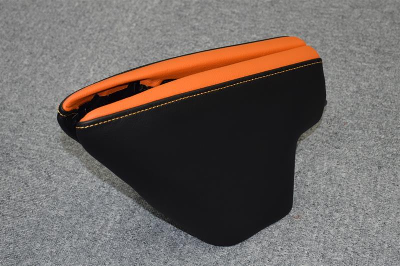 Leather Custom FIRST IS純正ニーパッド本革張り加工