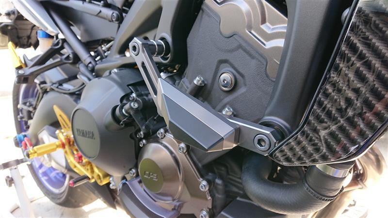 GZYF CNCアルミニウムフレームスライダーエンジンガードカバー シルバー