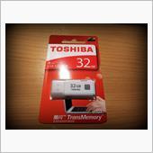TOSHIBA 32GB USBメモリー
