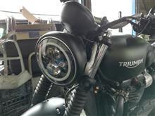 """ストリートスクランブラーHOGWORKZ 7"""" LED Black HaloMaker Headlight (Harley Daymaker Replacement)の単体画像"""