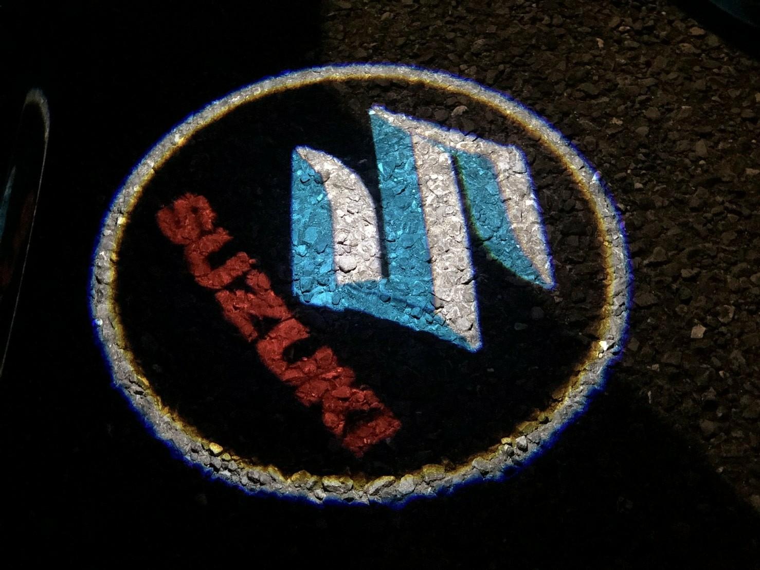 99 Carpro カーテシーランプ スズキ Suzuki ロゴ投影 ドアウェルカムライトLEDゴー 99 Carpro カーテシーランプ スズキ Suzuki ロゴ投影 ドアウェルカムライトLEDゴーストシャドーライト取り付け簡単 (2個セット)