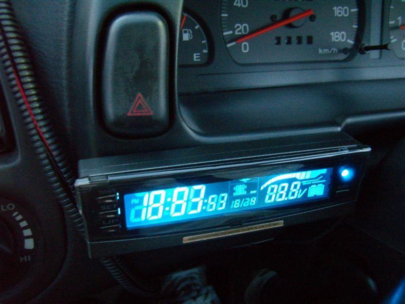 AK-60 電波時計&電圧計