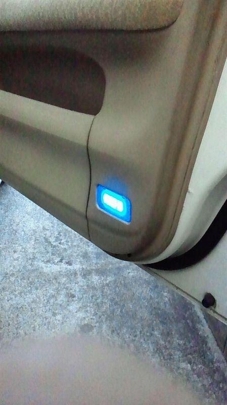 LED カーテシイルミネーション