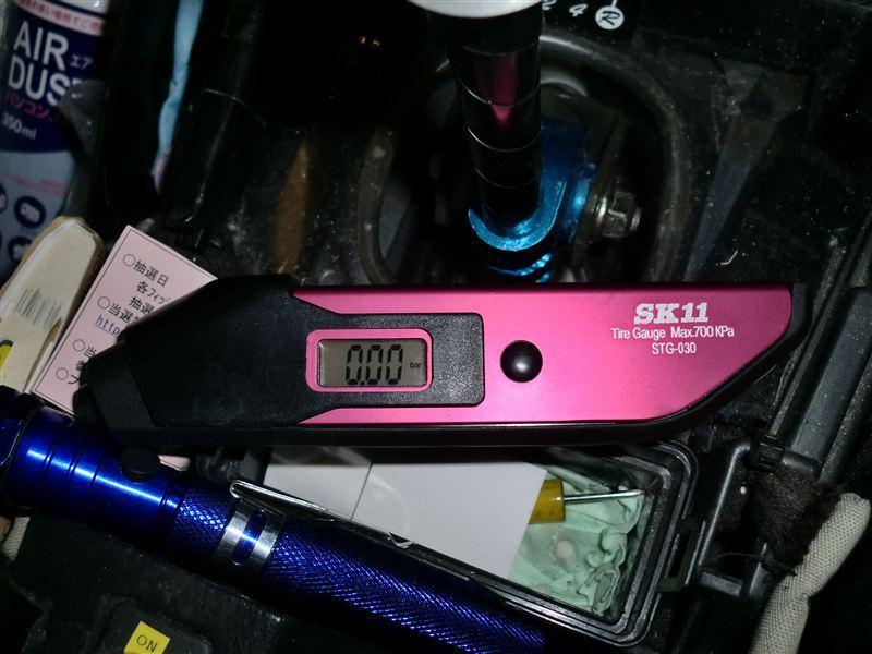 SK11 タイヤゲージ700Kデジタル